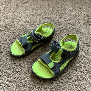 9 Champion Gray Yellow Water Shoes Sandals